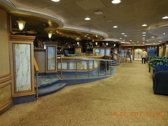 Grand Princess: Explorer's Lounge, Deck 7