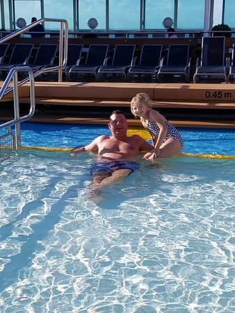 Majesty of the Seas: In the pool with my little one!
