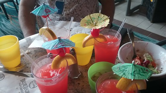Carnival Elation: Umbrella drinks galore to kick off cruise