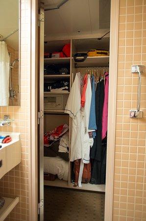 Zaandam: Closet#2
