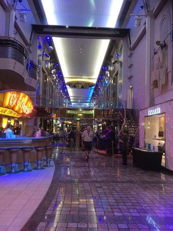 Voyager of the Seas: The Promenade