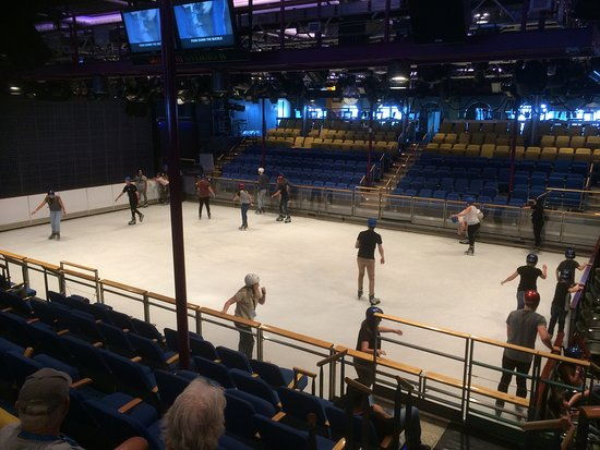 Voyager of the Seas: Ice skating