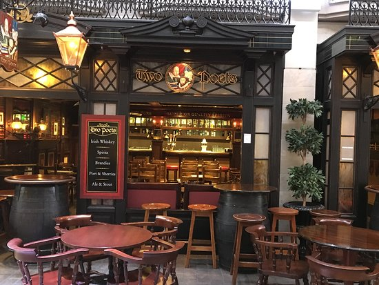 Navigator of the Seas: Pub in the Promenade
