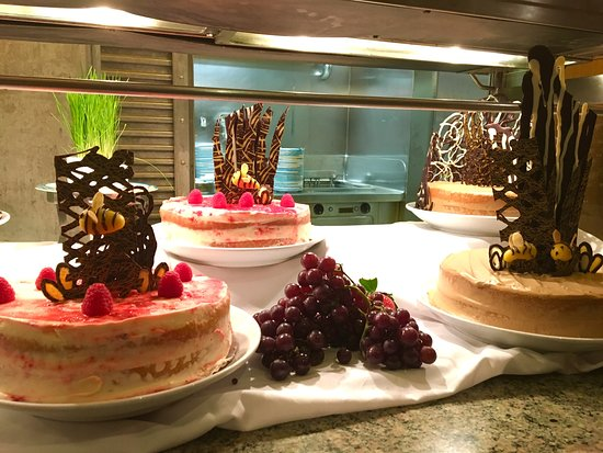 Navigator of the Seas: Desserts in Windjammer