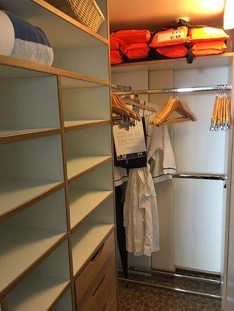 Prinsendam: Walk in closet
