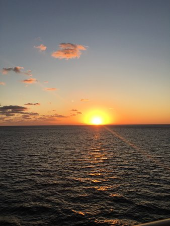 Carnival Victory: Sunset at Sea, a true marvel !