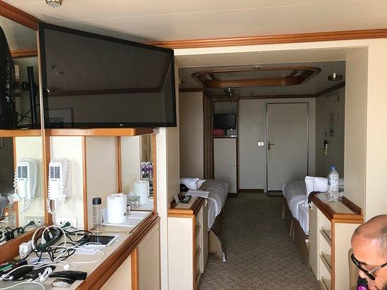 Golden Princess: Full cabin view D732