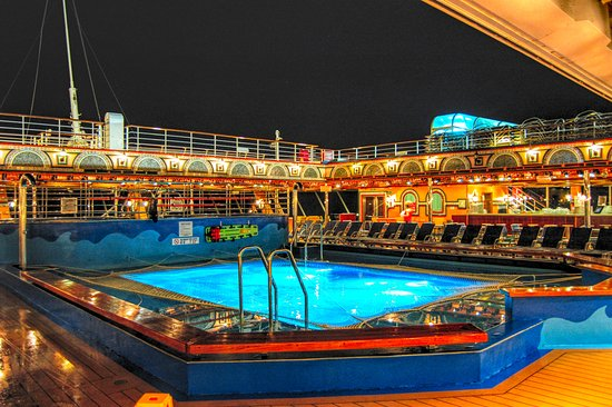 Carnival Victory: Aft Pool