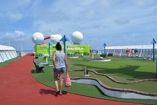 Carnival Sensation: Mini Golf