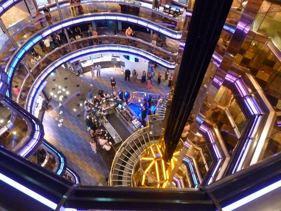 Carnival Fascination: The atrium on the Fascination