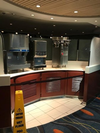 Celebrity Summit: Again- 11:30PM at night, no excuse for closing off buffet services