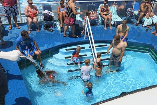 Norwegian Dawn: Kids pool area
