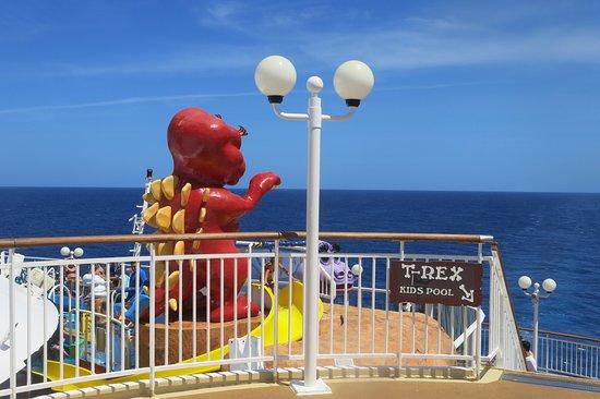 Norwegian Dawn: kids pool area in back of ship
