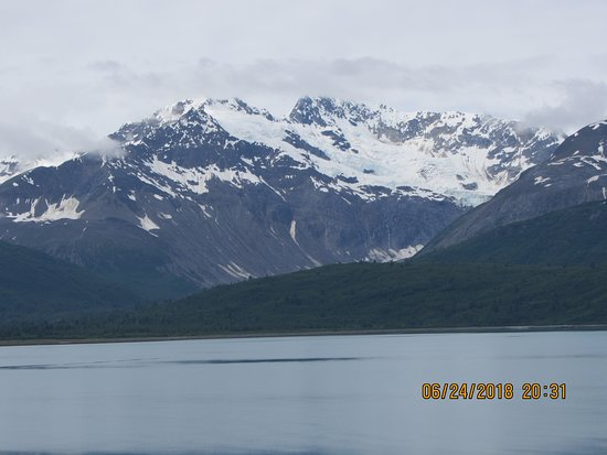 Coral Princess: Beautiful snow capped mountains