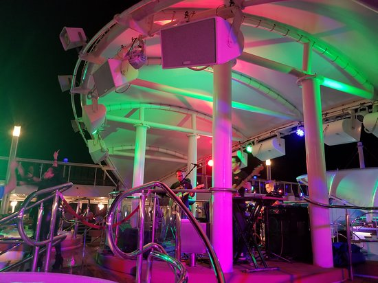 Norwegian Dawn: Manila Soul on the pool deck, Sunday night