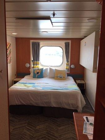 Norwegian Dawn: Mid Ship Ocean View Cabin 5576