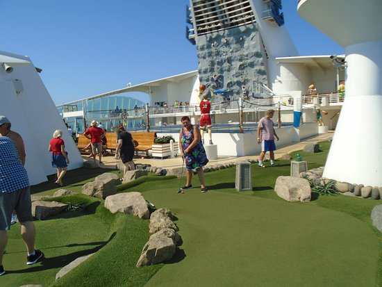 Navigator of the Seas: crazy golf