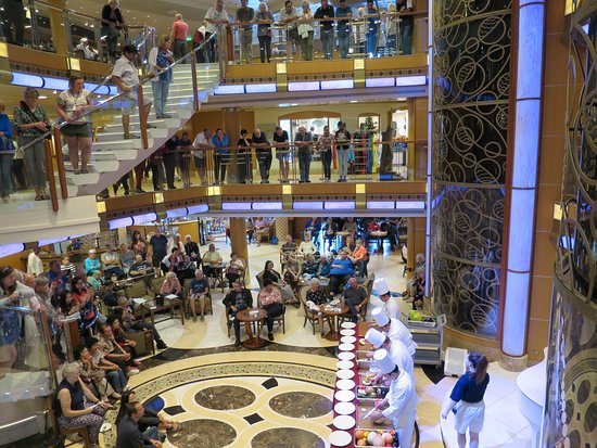 Grand Princess: Food carving in the Piazza