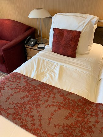Celebrity Infinity: Horrible bed in Aqua Class.  The bed was caving in the middle, so we had to