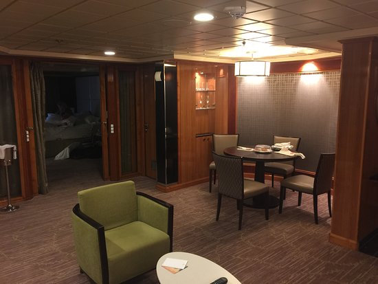 Norwegian Dawn: Suite 10506