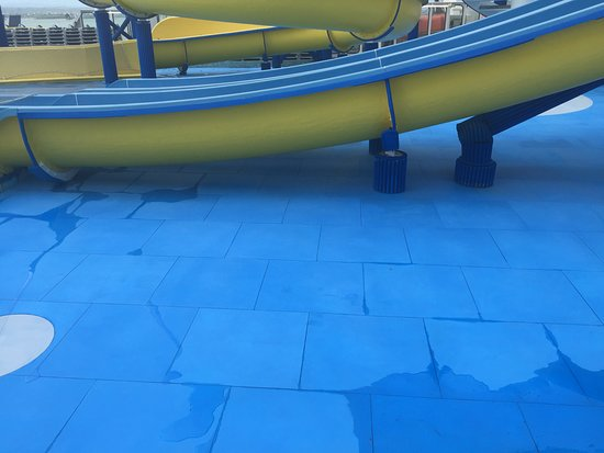 Carnival Fascination: No water in splash area