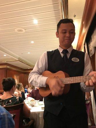 Navigator of the Seas: Sheik plays ukuele