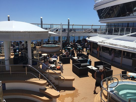 Norwegian Star: Pool area - lunch and breakfast are served here every day.