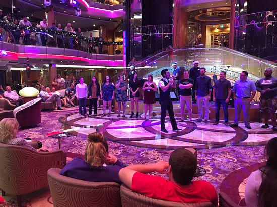 Rhapsody of the Seas: Battle of the Sexes! The atmosphere was very lively, and a lot of people go