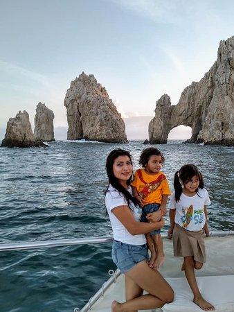 Transportes Turisticos Menaj: DISFRUTANDO DEL TOUR EN CATAMARAN TT MENAJ  EN CABO SAN LUCAS