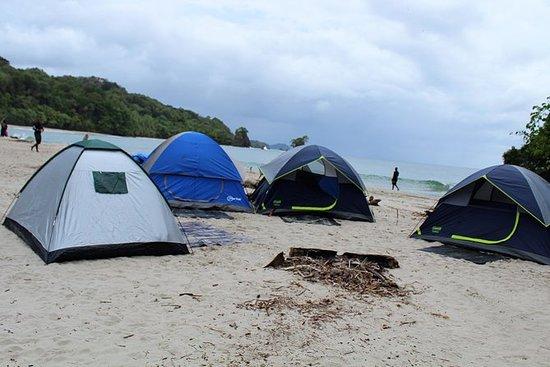 Caminata y campamento en la bahía de...
