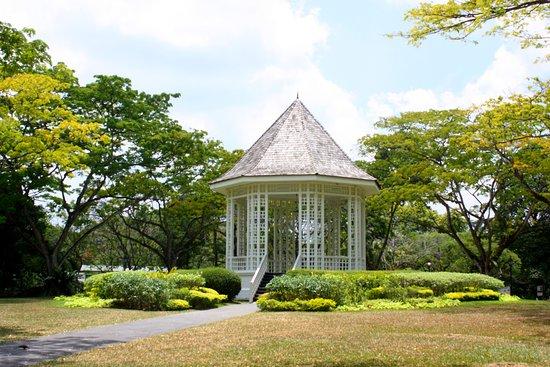 Singapore Botanic Gardens: kiosque style Victorien point culminant du parc