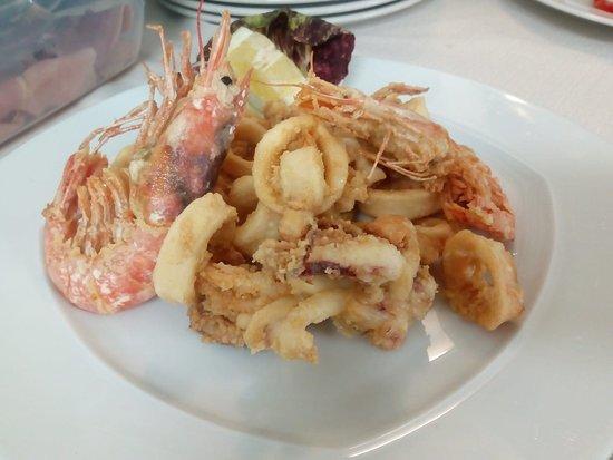 fritturina di calamari e gamberi locali