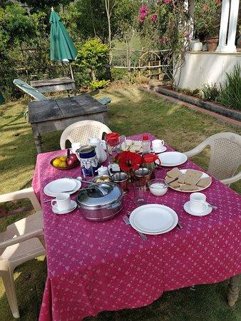 La Maison: Breakfast laid out on the lawns