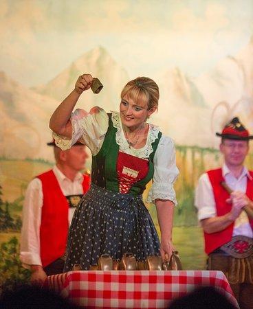 Ingrid playing on Cowbells / Ingrid spielt ein Lied auf Kuhglocken