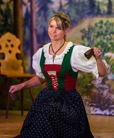 Alexandra performing the cowbell dance / beim Glockentanz