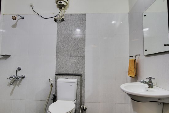 Hotel Mathura Inn: Bath Room