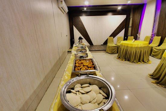 Hotel Mathura Inn: Complimentary Breakfast Hall