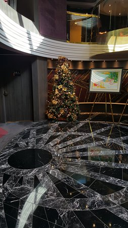 MSC Divina: holiday decorations