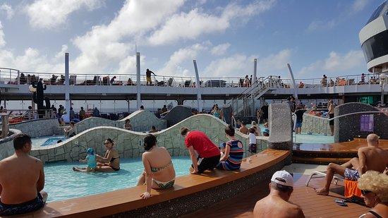 MSC Divina: pool