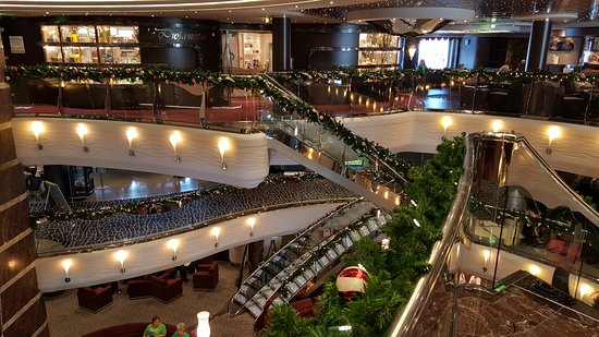 MSC Divina: atrium decorations