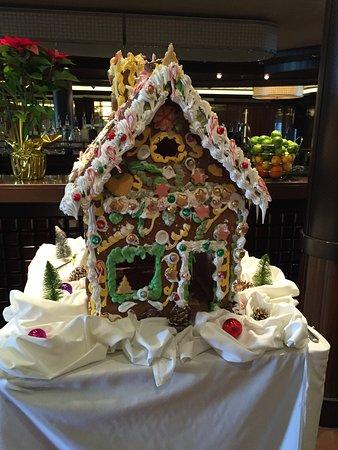 Norwegian Breakaway: Festive Decorations
