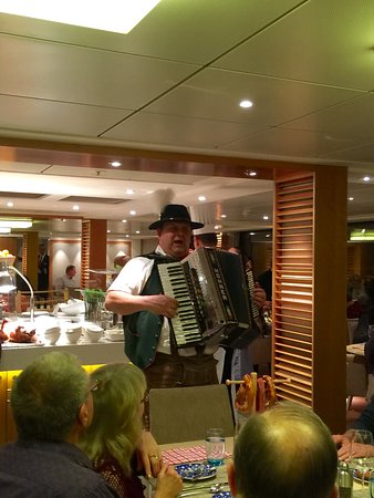 Viking Tor: Entertainment while dining