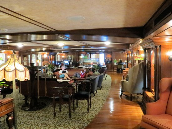 American Queen: Mark Twain lounge and the Tiffany lamps.