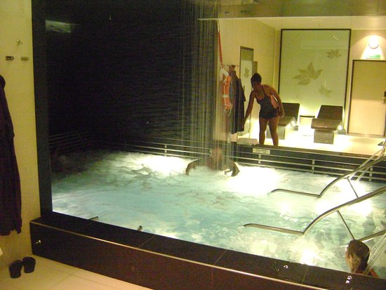 Regal Princess: hydrotherapy, The Enclave