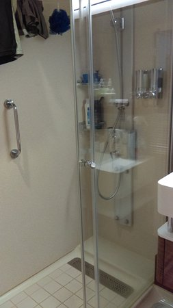 Norwegian Breakaway: WALK IN SHOWER    FITS 2 COMFORTABLY