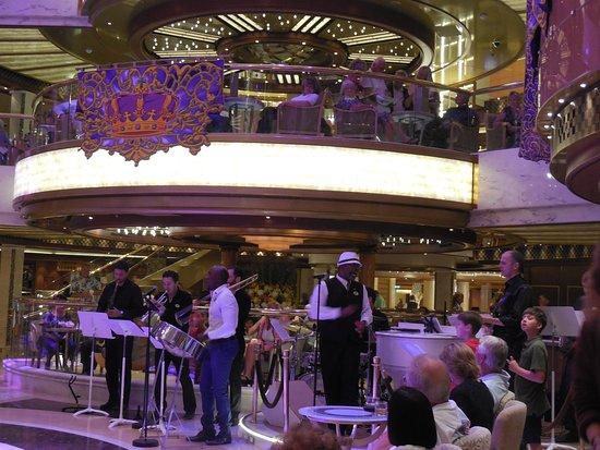 Regal Princess: Rhapsody band in the Piazza.