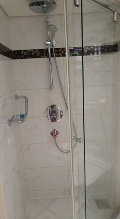 AmaCerto: Category D shower.