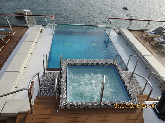 Viking Star: infinity pool and spa onboard the Star