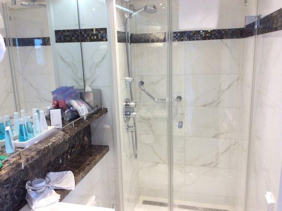 AmaSerena: Bath