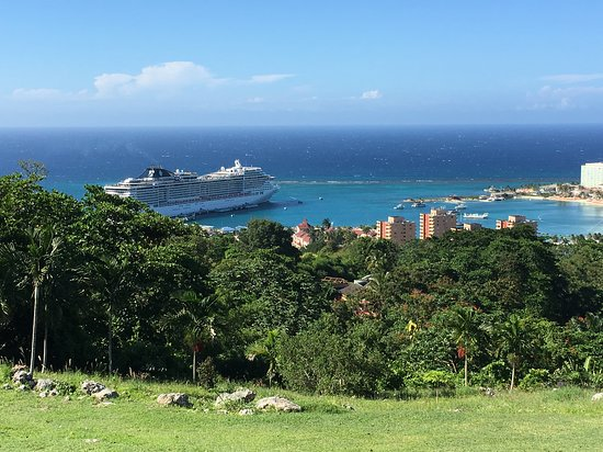 MSC Divina: View from ocean on the ridge to port and ship